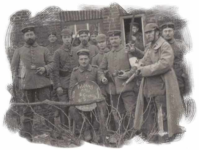 http://www.historicaleye.com/images/WW1/xmas1914/germancomrades1415_l.jpg-for-web-LARGE.jpg